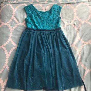 Girl's green dress!